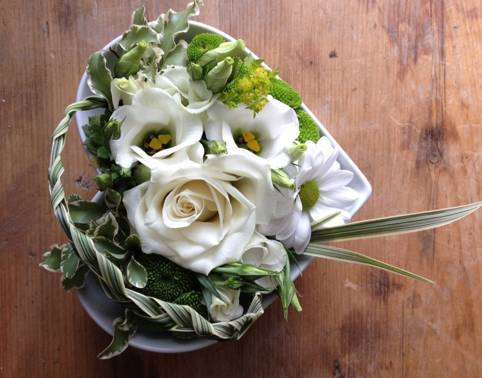 Wedding heart bowl avalanche roses lisianthus china grass crysanthemums